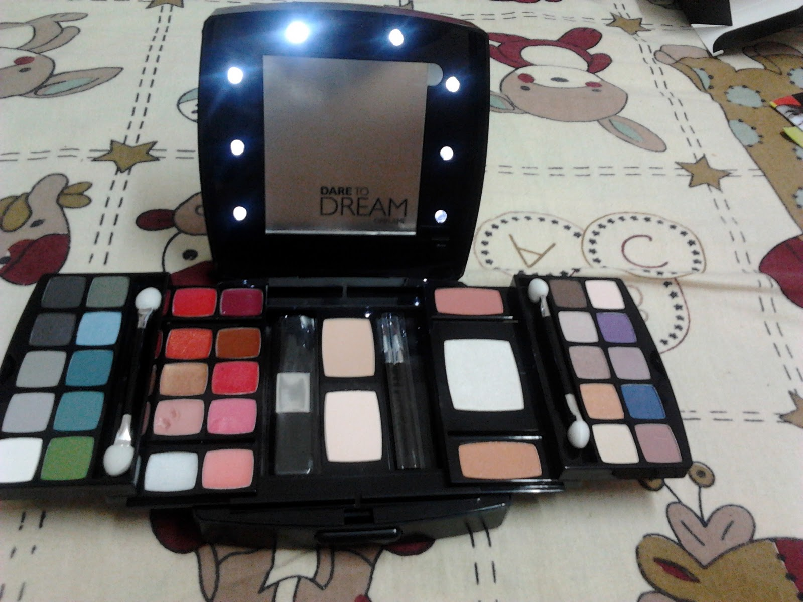 Review Oriflame Dare To Dream Make Up Palette The