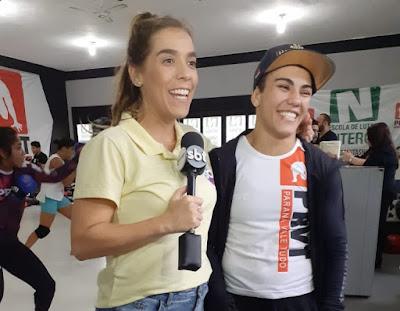 Mônica conversa com Jéssica Andrade  Crédito: Divulgação/SBT