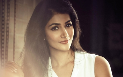 Hot Pooja Hegde Wallpapers