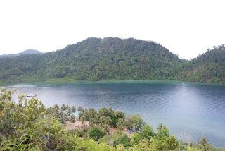 pemandangan dari puncak pulau pasumpahan