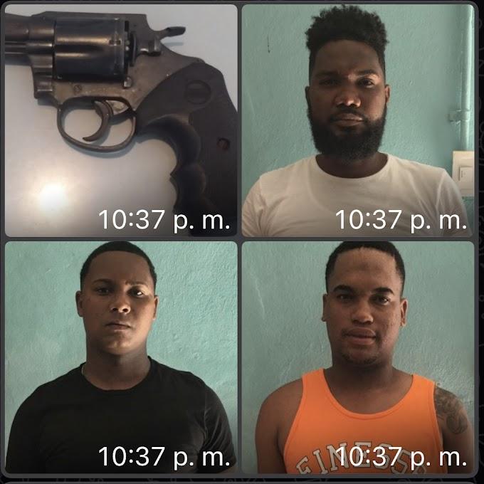 Se entregan hombres que mataron un joven en la raqueta y entregan el arma con que cometieron el asesinato
