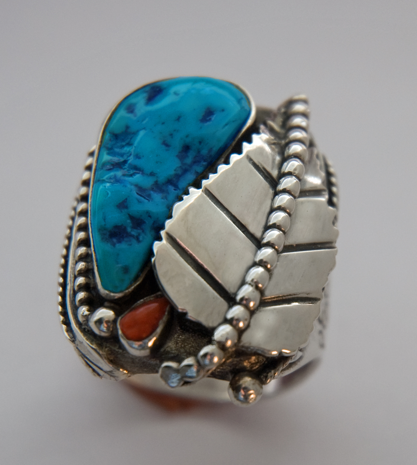 Ojibwe cycle of life ring handcrafted by Zhaawano Unieke Trouwringen