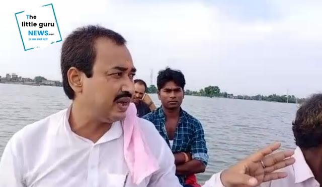 रालोसपा नेता ने बाढ़ पीड़ित गांव का किया दौरा, सुविधा नहीं होने पर प्रशासन पर बरसे