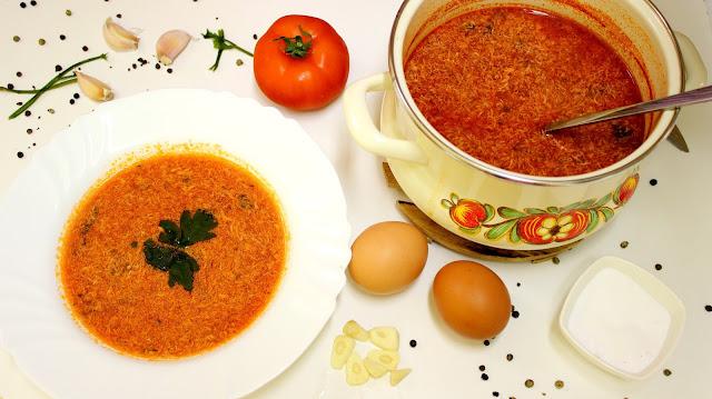 Slika paradajz čorbe s jajima