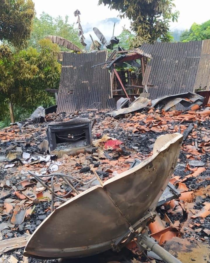 Casa pega fogo e fica completamente destruída em Parauapebas e Família precisa de ajuda