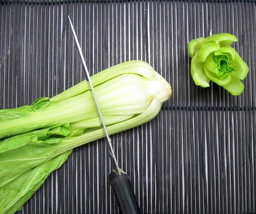Cách tỉa hoa trang trí món ăn từ rau củ 3