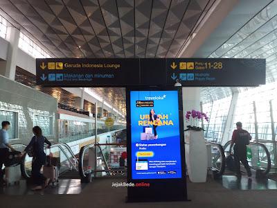 Garuda Executive Lounge Bandara Soekarno Hatta - eskalator