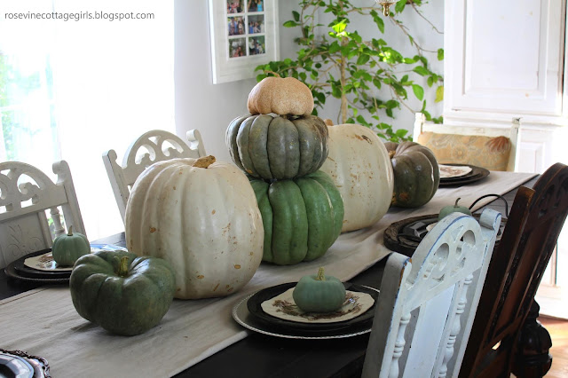 Simple Pumpkin Thanksgiving Table
