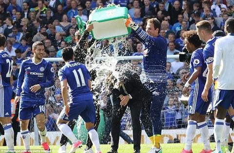 Màn ăn mừng chiến thắng của Chelsea