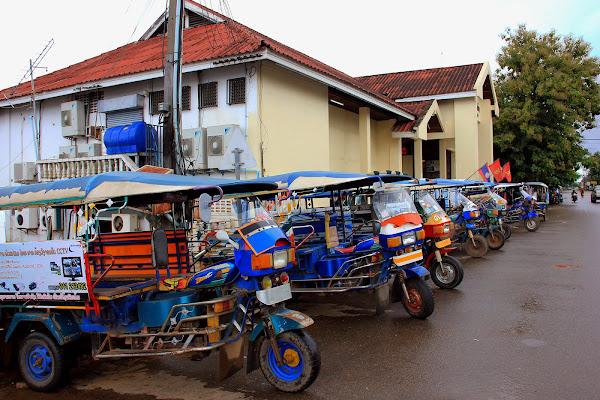 Transporte en Savannakhet: tuk-tuk