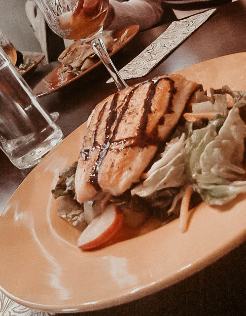 grilled-glazed-salmon-with-salad-and-homemade-vinaigrette