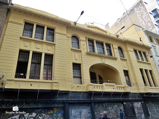 Vista ampla da fachada da antiga Sede da Sociedade Germania (atual Cine Dom José) - República - São Paulo