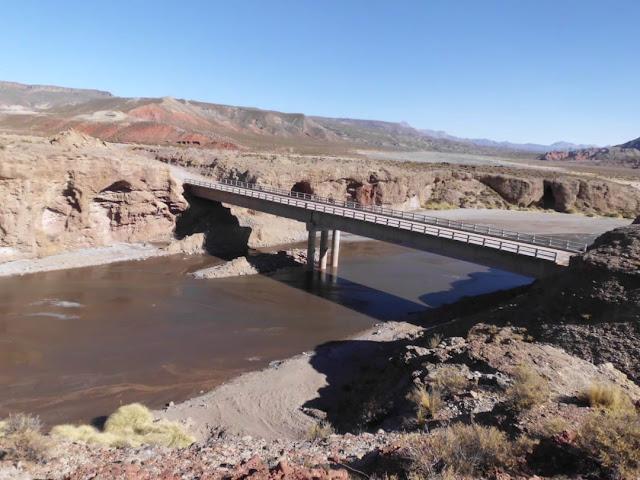 Zwei beeindruckende Brücken würden in unserem Andengebiet gebaut.