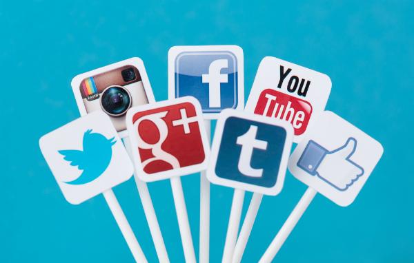 استخدام مواقع التواصل الاجتماعي يطيل العمر!