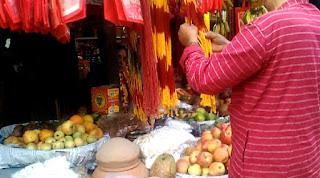 पूजन सामग्री की दुकान