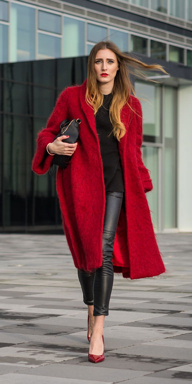 Look your best when you step out this holiday season. Here are 22 pure holiday style inspiration new ways to dress and impress in the upcoming christmas season. Holiday Fashion via higiggle.com | red coat outfits | #fashion #holiday #coat