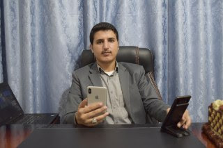 عماد صالح في مكتبة الخاص