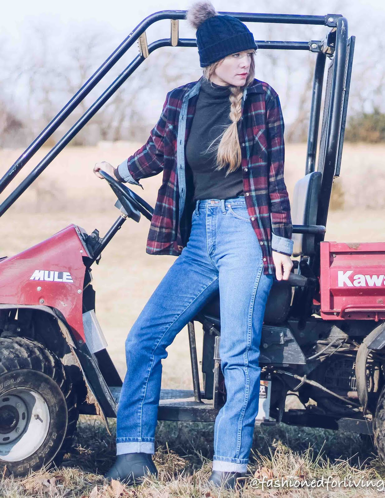 womens vintage wrangler outfit with flannel and short hunter boots