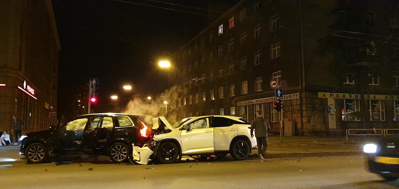 Divu apvidus auto avārija Teikā