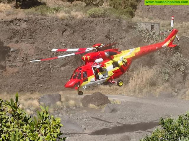 El helicóptero del GES rescata a una senderista herida en La Caldera de Taburiente