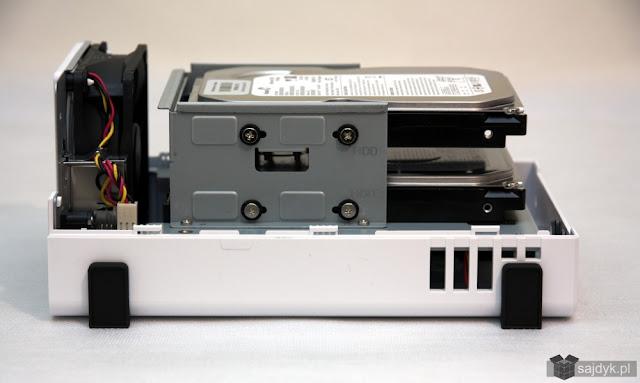 Synology DS216j z zamontowanymi dyskami