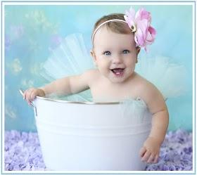 Baby thiên thần trong cốc nước