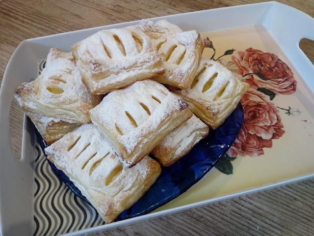 Ciastka francuskie z budyniem ciasto francuskie z budyniem szybkie ciastka z ciasta francuskiego ciastka z budyniem