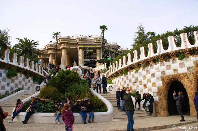 La scala monumentale del Park Guell di Gaudi
