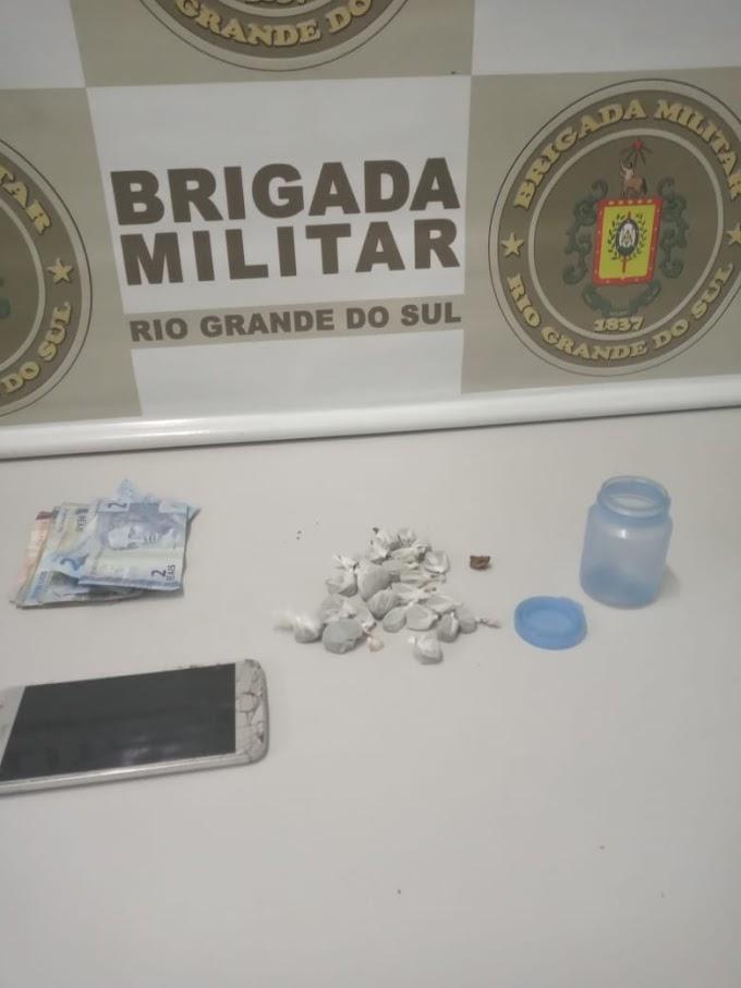 Homem é preso por tráfico de drogas no centro de Gravataí