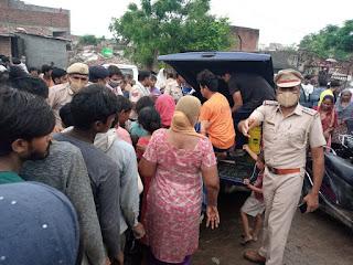 खोरी में पुलिस ने 1000 लोगों को भोजन कराया और 150 घरों में सूखा राशन भी दिया