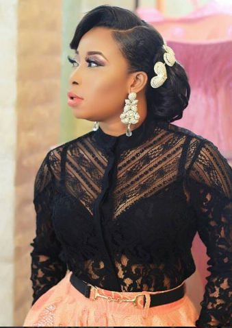 Liz Anjorin flaunts black bra in new photo