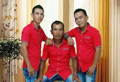Omega Trio - Mardua Holong Lirik Batak
