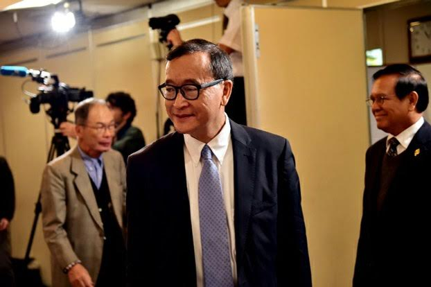 Cambodia National Rescue Party president Sam Rainsy arrives at a press conference in Tokyo, Nov. 10, 2015. AFP