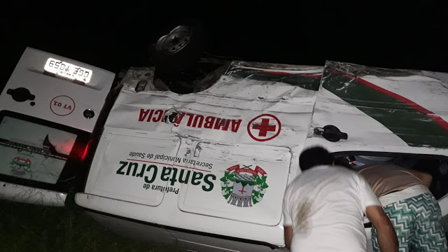 Ambulância de Santa Cruz se envolve em acidente na BR-304 em Macaíba