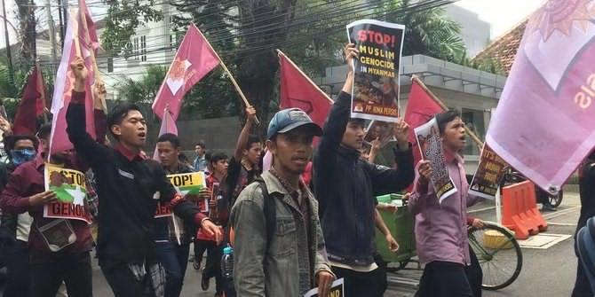 Massa Aksi Peduli Rohingya Geruduk Kedubes Myanmar, Tokoh: Usir Dubesnya!