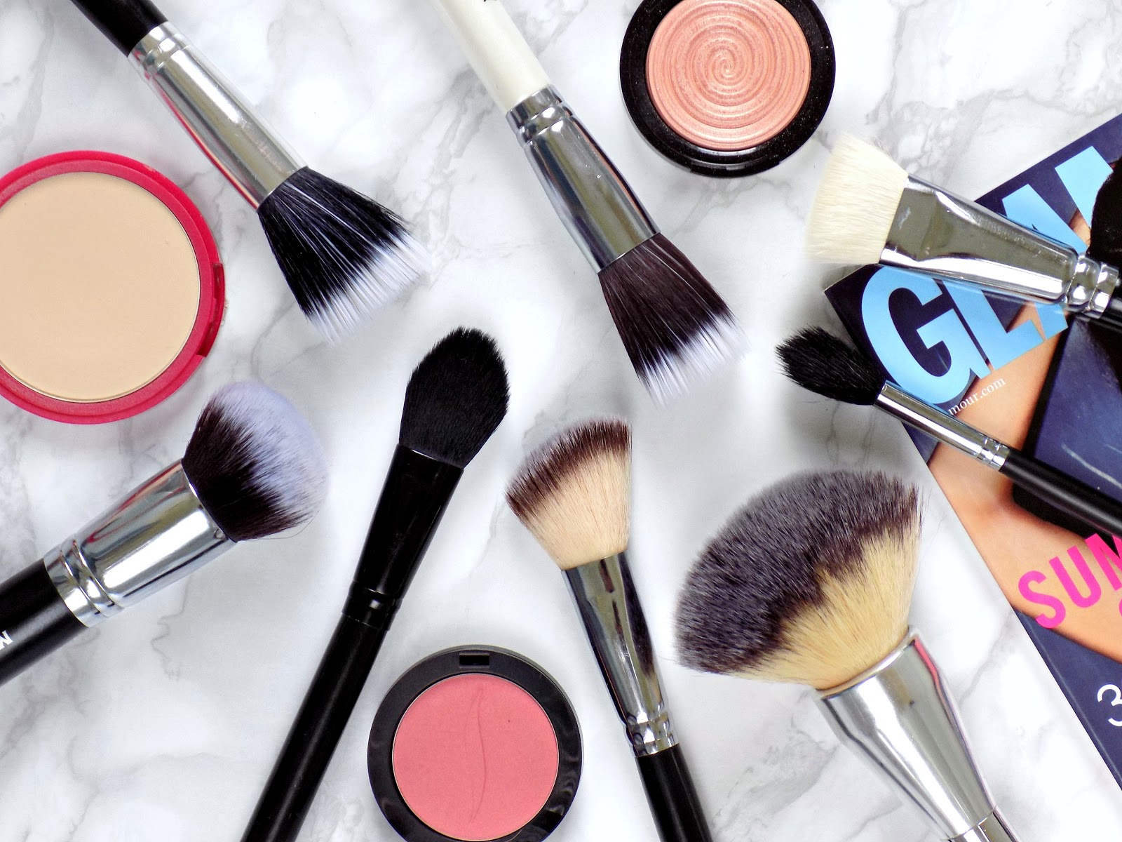 Essential face makeup brushes