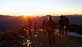 Jelajah Nusantara : Mendaki Gunung: Sering Dibilang Capek-capek, Inilah 9 Alasan yang Membuat Kami Senang Mendaki