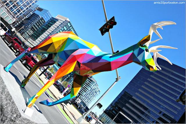 Exposición de Okuda San Miguel en el Seaport District de Boston