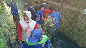 Satgas Sektor 22 Sub 06 Pembersihan Sungai Cikeueus Kolaborasi Bersama Pabrik dan Gober