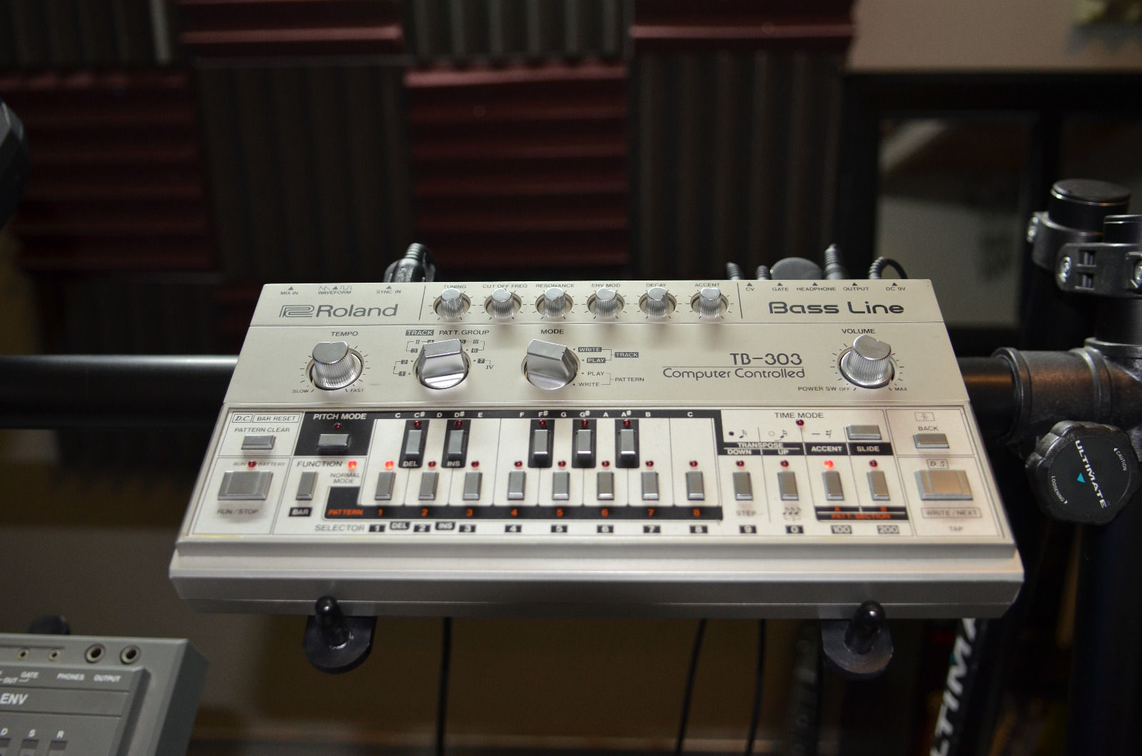 Matrixsynth Saturday April 26 2014 Diy Voltagecontrolled Amplifier Hackme Roland Tb 303 Bassline Synthesizer Sn 130800