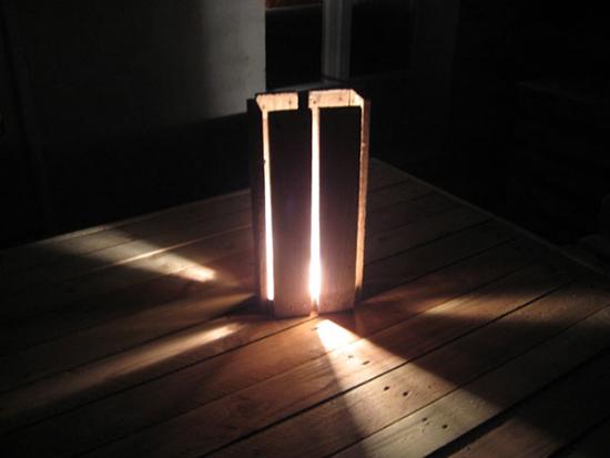 Desain lampu duduk dari pallet bekas