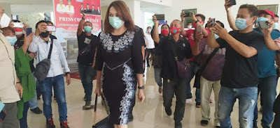 Michaela Elsiana Paruntu istri wakil ketua dprd sulut