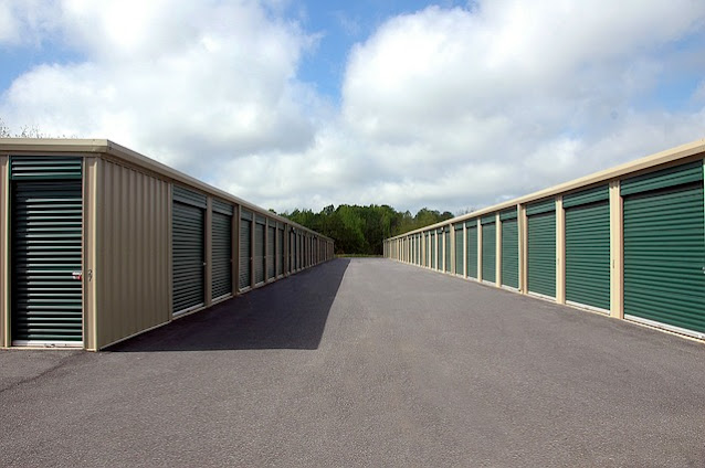 Use Self-Storage While Moving
