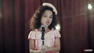 Lirik Lagu Mama Kaulah Bintang – Romaria