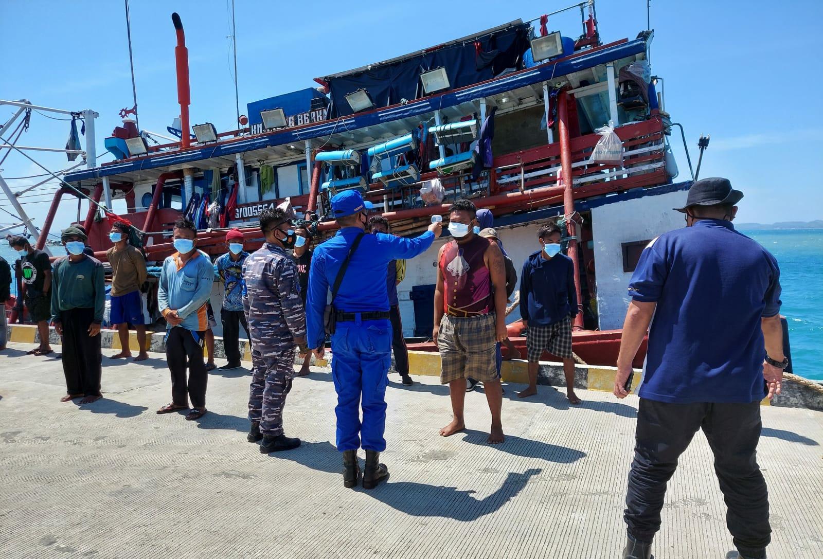 Belum Berizin, Kapal Ikan Ini Tersandera di Teluk Awang