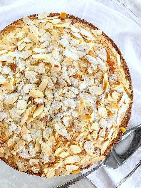 Cake with sugared almonds