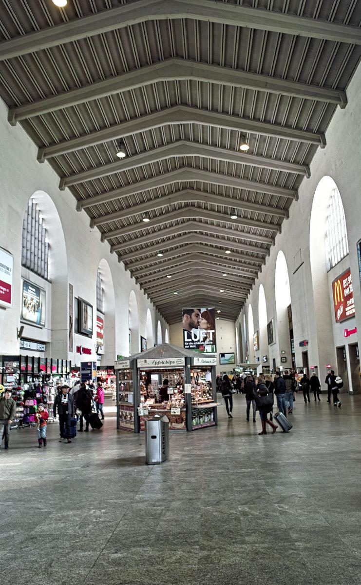 Sigma DP1 - Bahnhofshalle Hbf Stuttgart