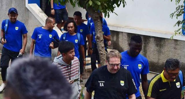 Daftar 20 Pemain Persib yang Berangkat ke Surabaya