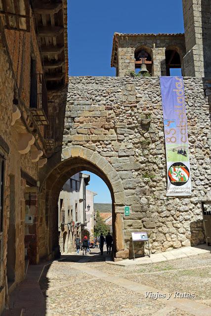 Arco Arrebatacapas desde la Plaza del Trigo, Atienza