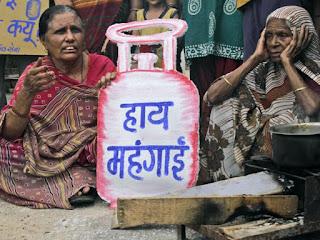 आम आदमी को लगा महंगाई का झटका, घरेलू LPG सिलेंडर की कीमतें बढ़ीं, जानिए नया रेट  | #NayaSaberaNetwork